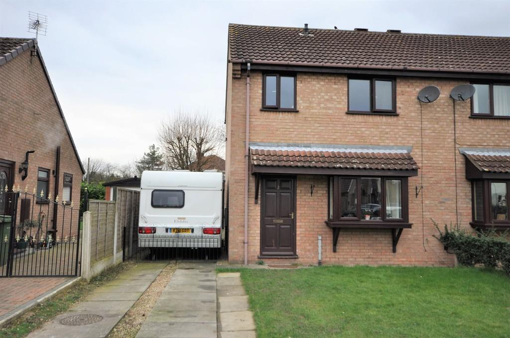 3 Bedrooms Semi Detached House for sale in Yarburgh Close, Snaith