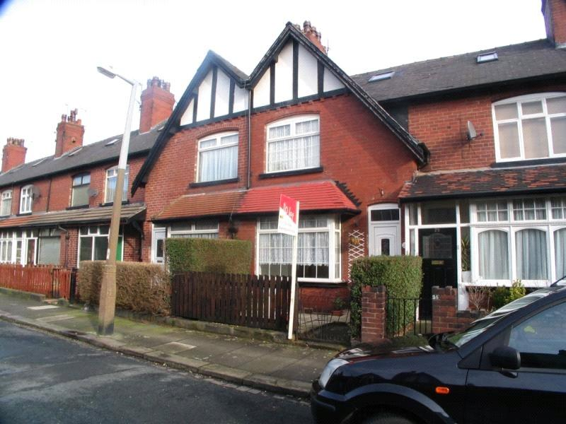 3 Bedrooms Terraced House for sale in Cross Flatts Row, Beeston, Leeds