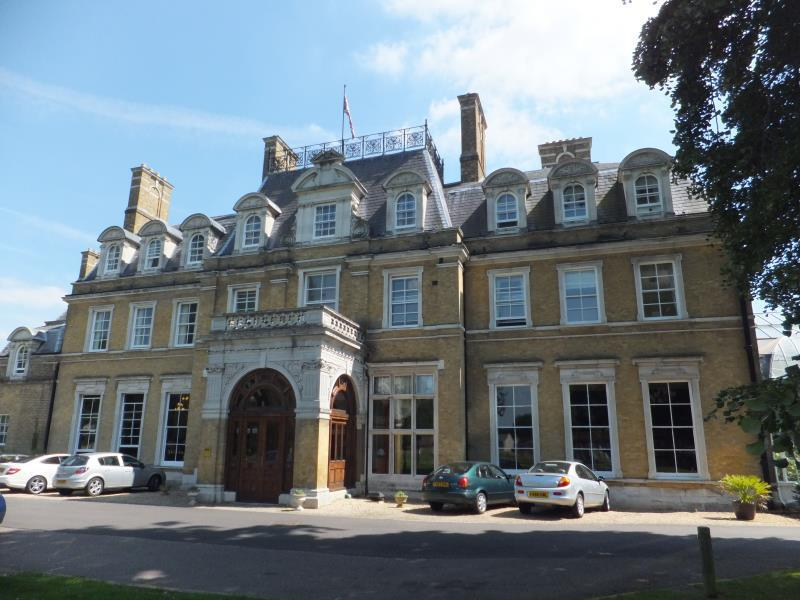1 Bedroom Retirement Property for sale in The Cedars, Cedars Village, Chorleywood, Herts WD3