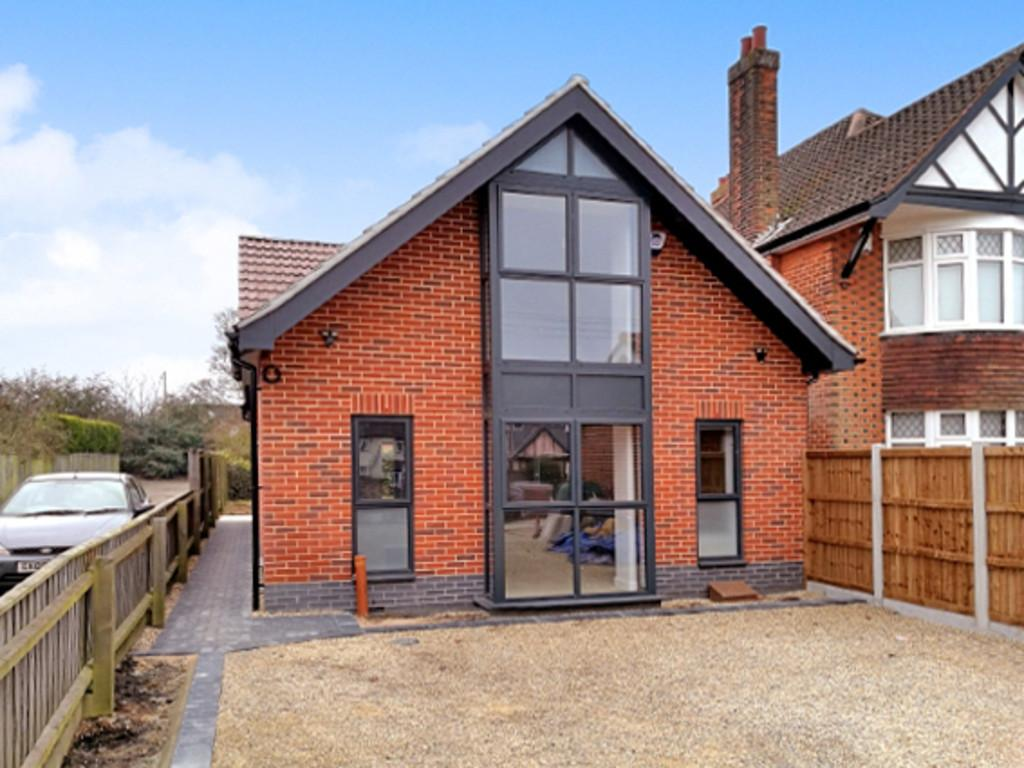 2 Bedrooms Chalet House for sale in 92b Bucklesham Road