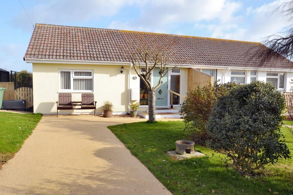 3 Bedrooms Semi Detached Bungalow for sale in Laceys Lane, Niton