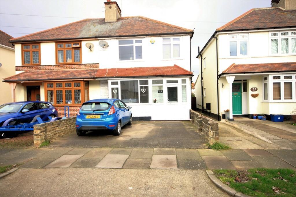 3 Bedrooms Semi Detached House for sale in Herbert Road, Shoeburyness