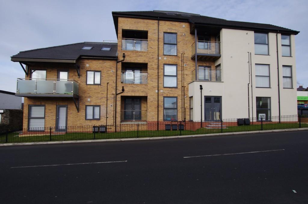 2 Bedrooms Maisonette Flat for sale in Pentywyn Road, Deganwy