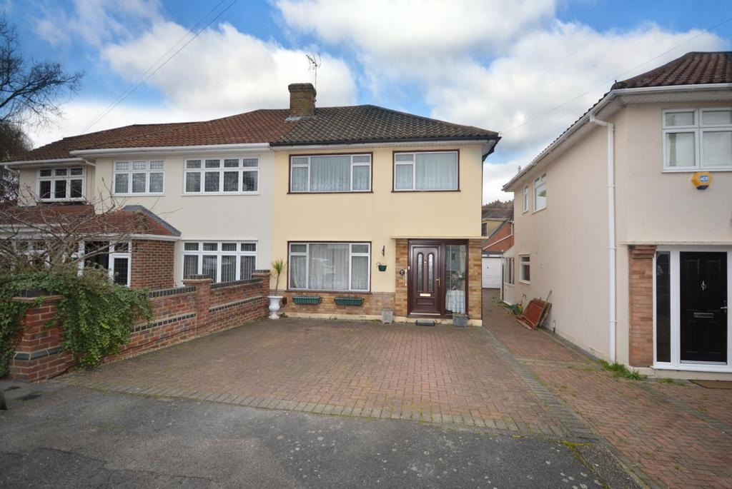 3 Bedrooms Semi Detached House for sale in Dury Falls Close, Hornchurch, Essex, RM11