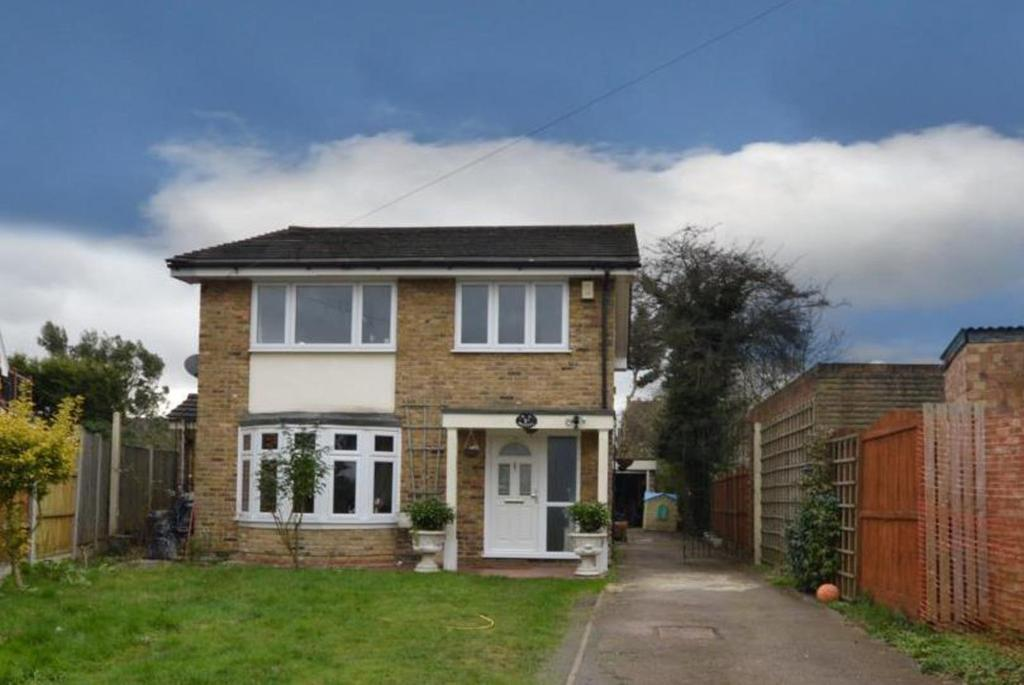 5 Bedrooms Detached House for sale in Wykeham Avenue, Hornchurch, Essex, RM11