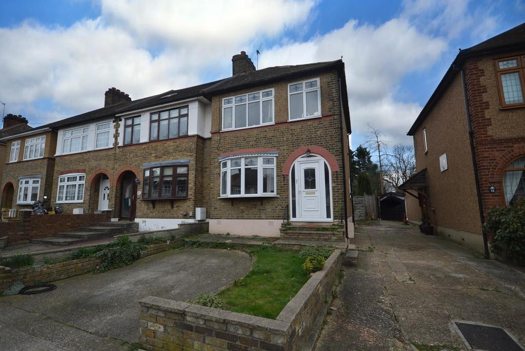 3 Bedrooms Semi Detached House for sale in Ascension Road, Collier Row, Romford, RM5
