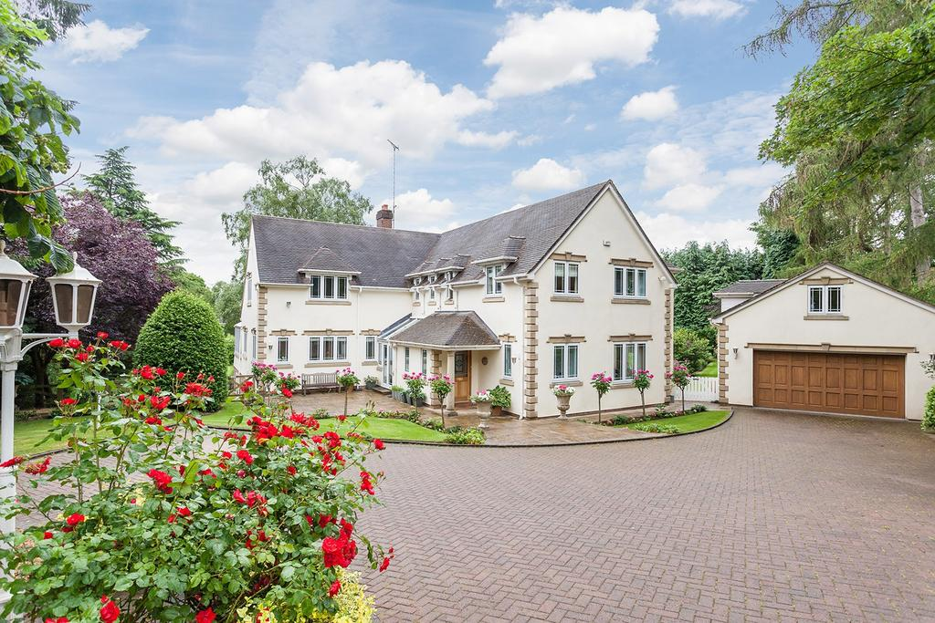 5 Bedrooms Detached House for sale in Castle Hill, Prestbury