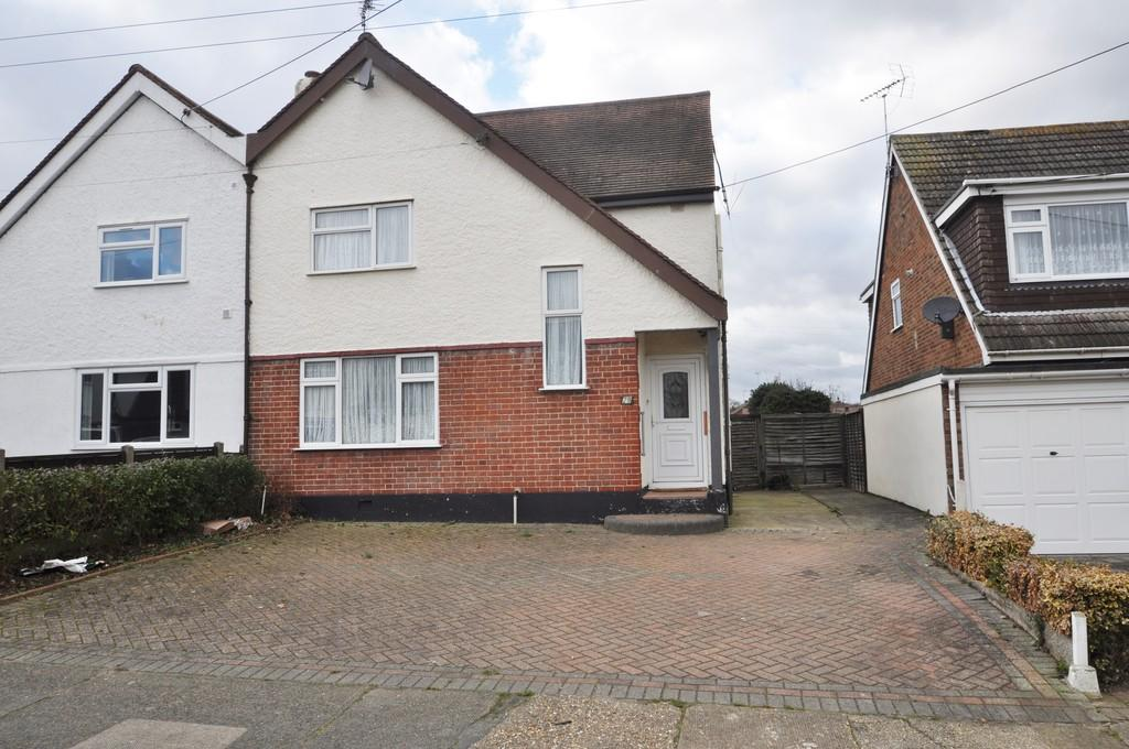 3 Bedrooms Semi Detached House for sale in Cranbrook Avenue, Thundersley