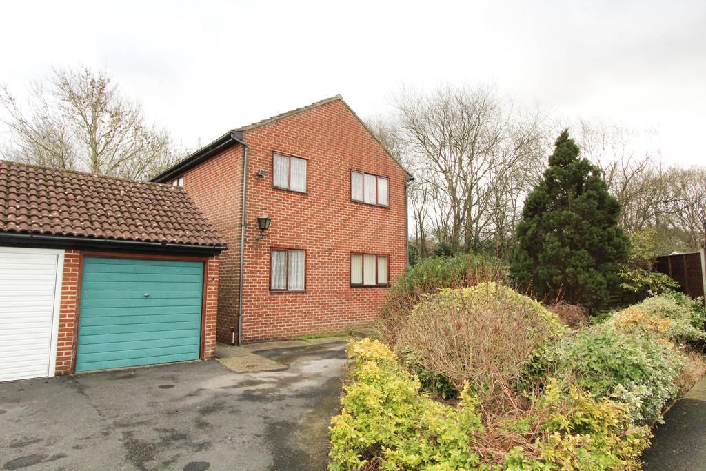 4 Bedrooms Detached House for sale in Nightingale Road, Petersfield