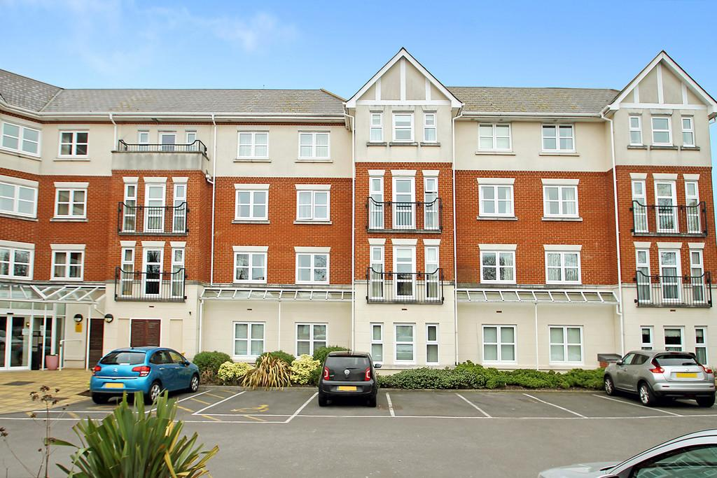 2 Bedrooms Flat for sale in Rotary Lodge, St. Botolphs Road, Worthing BN11 4JT