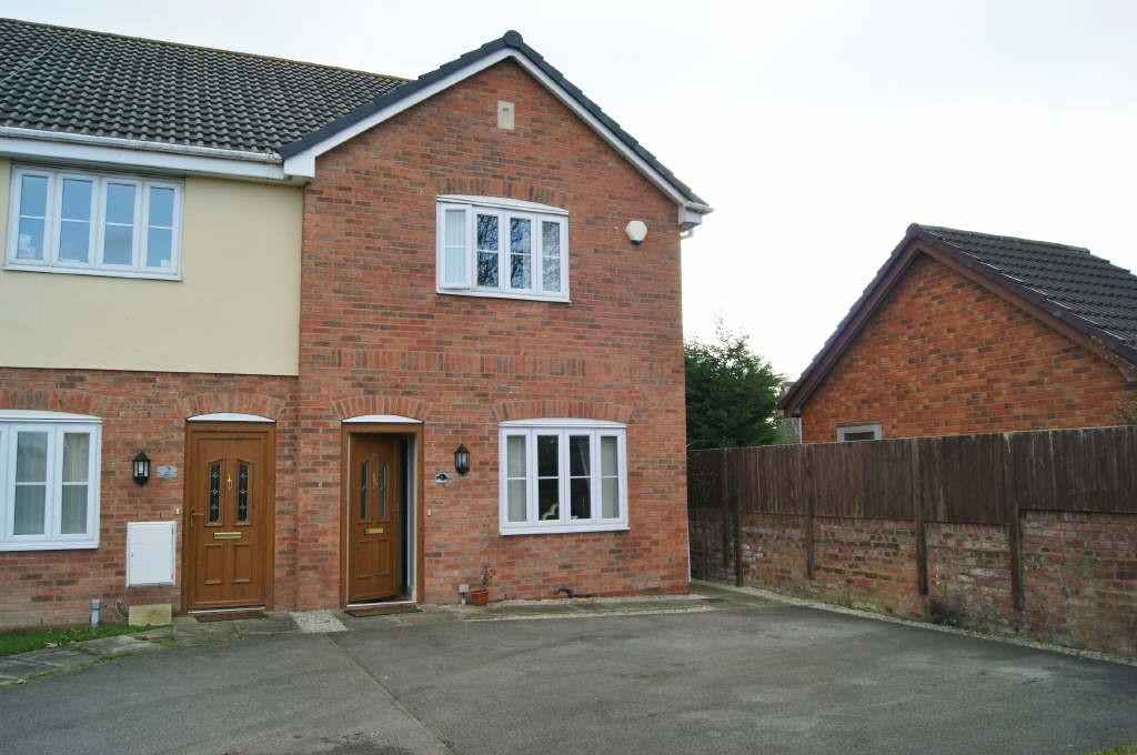 3 Bedrooms End Of Terrace House for sale in St. Peters Close, Rhosrobin