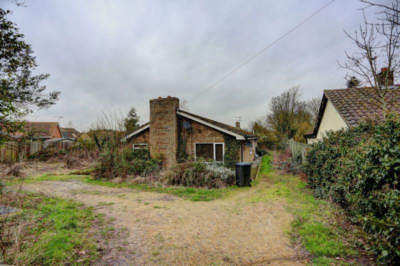 4 Bedrooms Detached Bungalow for sale in Hop Row, Haddenham