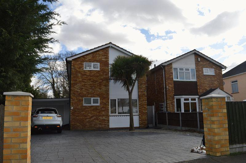 4 Bedrooms Detached House for sale in Lambeth Road, Leigh-On-Sea, Eastwood