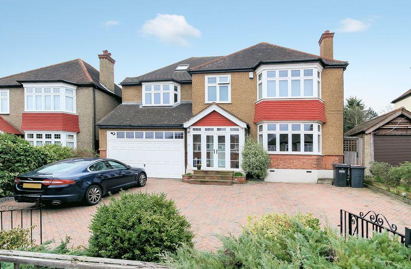 5 Bedrooms Detached House for sale in Valley Walk, Shirley Park