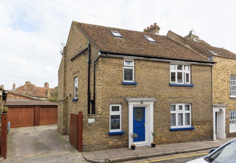 4 Bedrooms Semi Detached House for sale in Sandwich