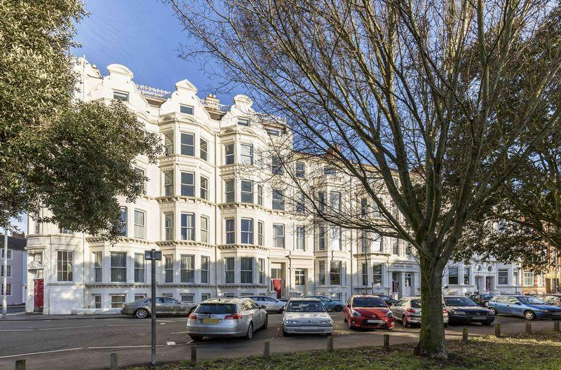 2 Bedrooms Apartment Flat for sale in Western Parade, Southsea