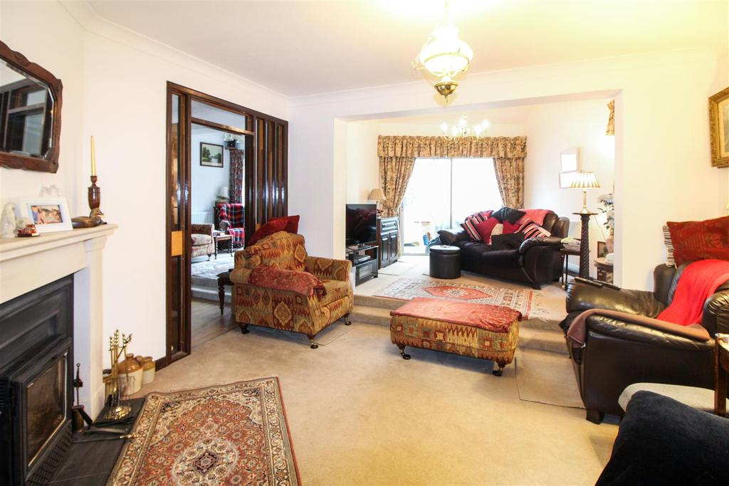 4 Bedrooms Link Detached House for sale in Warwick Road, Southam