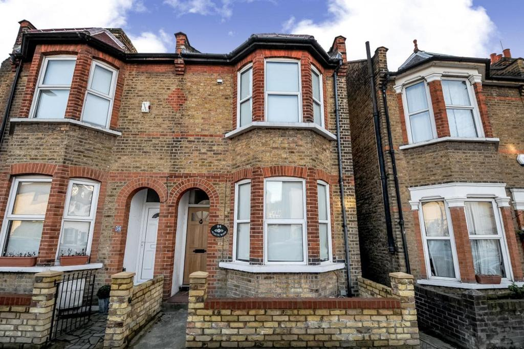 3 Bedrooms Semi Detached House for sale in Acacia Road, Beckenham, BR3