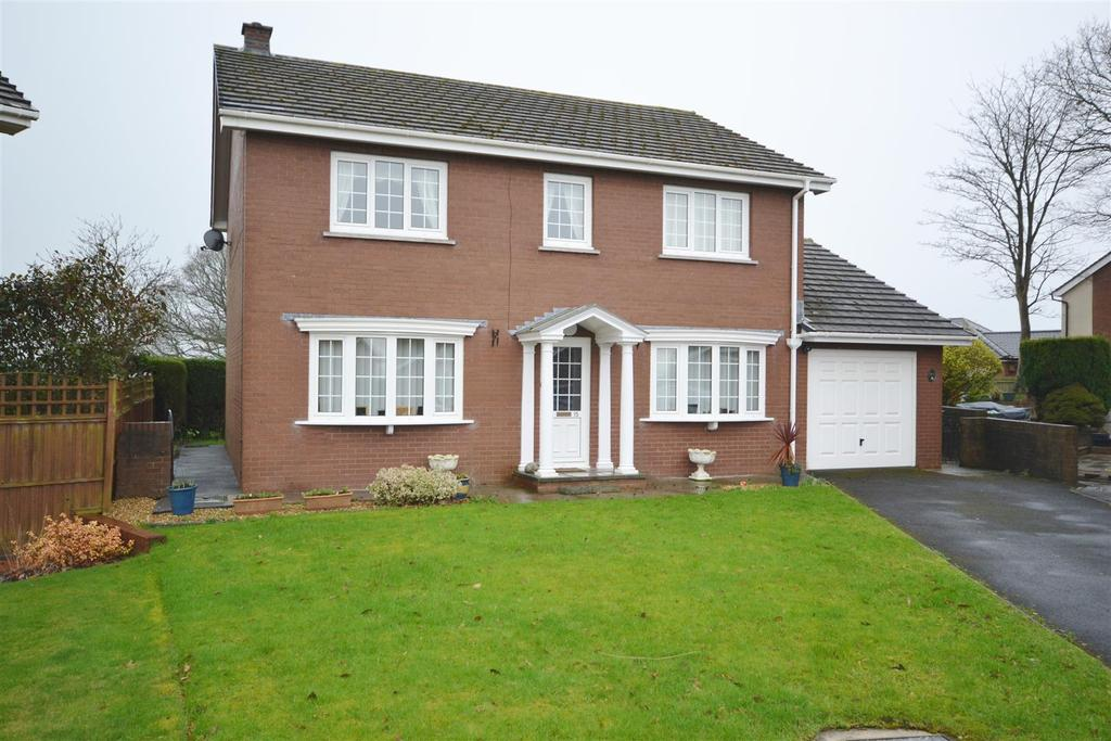 4 Bedrooms Detached House for sale in Brithdir, Llangunnor, Carmarthen