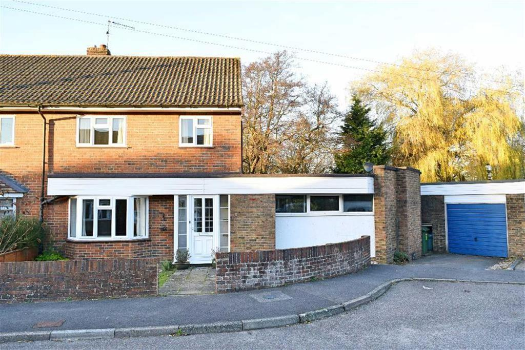 3 Bedrooms Semi Detached House for sale in Darent Close, Chipstead, TN13