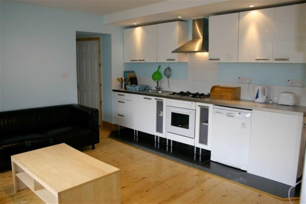 6 Bedrooms House Share for rent in Old Moat Lane, Withington, Manchester