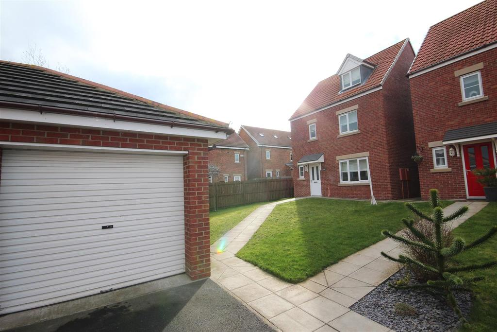 4 Bedrooms Detached House for sale in Silverbirch Road Bishop Cuthbert, Hartlepool