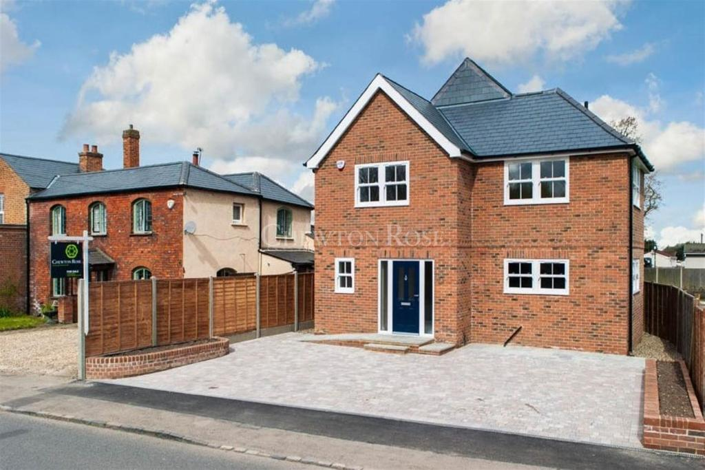 4 Bedrooms Detached House for sale in North Street, Winkfield, Windsor