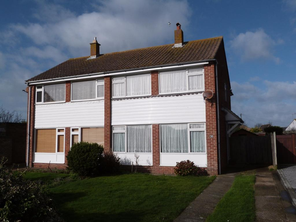3 Bedrooms Semi Detached House for sale in Marine Drive, Selsey