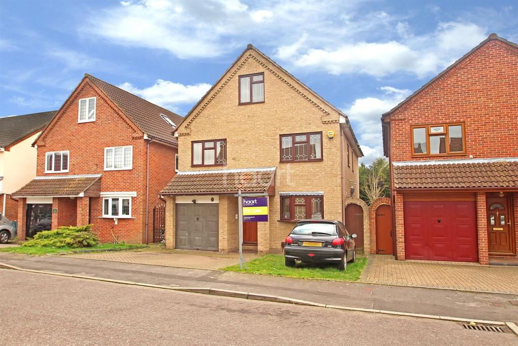 6 Bedrooms Detached House for sale in Calmore Close, Hornchurch