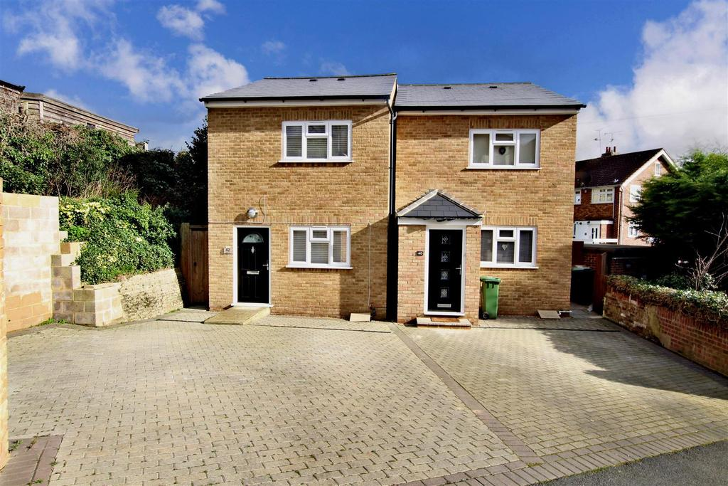 2 Bedrooms Detached House for sale in Chapel Hill, Crayford