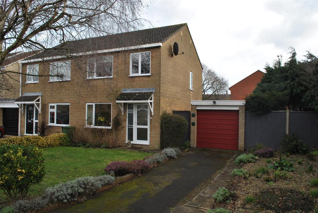 3 Bedrooms Semi Detached House for sale in Gillards, Taunton