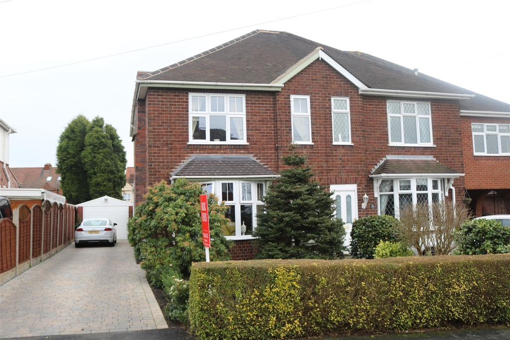 2 Bedrooms Semi Detached House for sale in Vicarage Close, Dordon, Tamworth