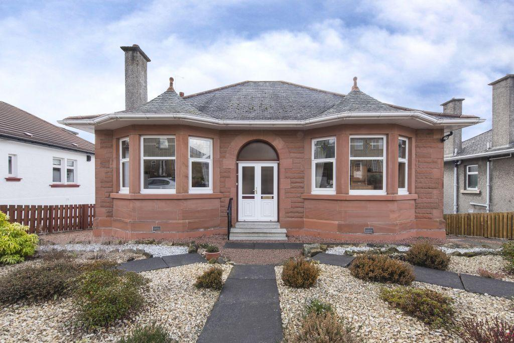 3 Bedrooms Detached Bungalow for sale in 18 Kincath Avenue, High Burnside, Glasgow, G73 4RP