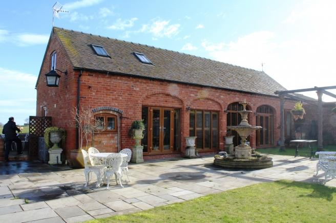 2 Bedrooms Barn Conversion Character Property for sale in High Ridge Barn, Wells Lane, High Offley, High Offley, Staffordshire, ST20 0NY