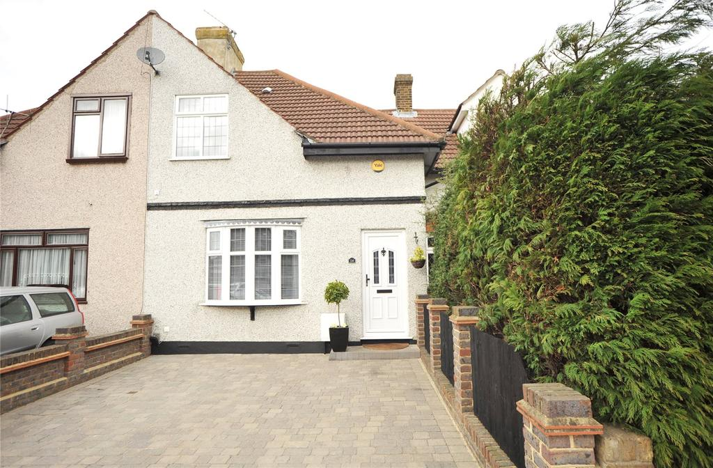 3 Bedrooms Terraced House for sale in Crescent Avenue, Hornchurch, RM12