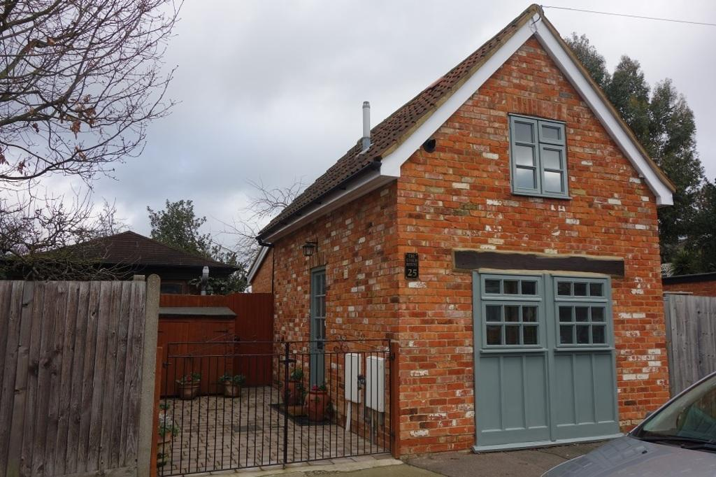 1 Bedroom Detached House for sale in Dennan Road, Surbiton, KT6 7RY