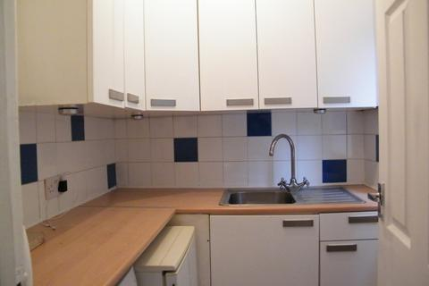 Studio to rent - Raynes Park - WIMBLEDON BORDER