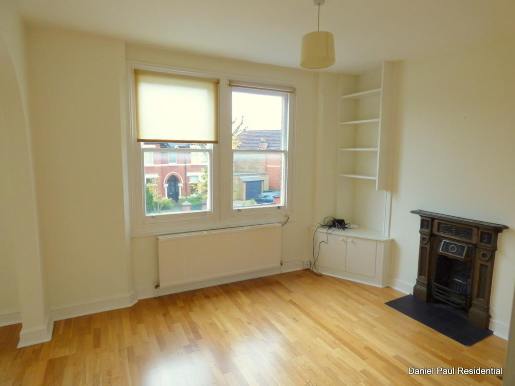 2 Bedrooms Flat for sale in Mount Park Crescent