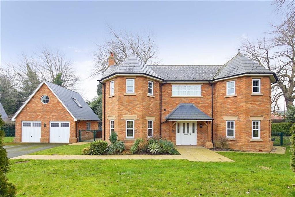5 Bedrooms Detached House for sale in Silverways Drive, Gobowen, Oswestry, SY11