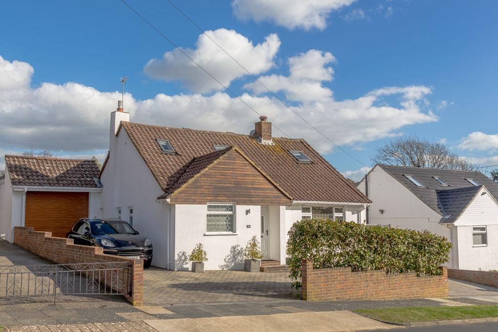 4 Bedrooms Chalet House for sale in Millyard Crescent, Woodingdean, Brighton BN2
