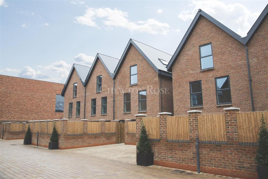 4 Bedrooms Semi Detached House for sale in Atherton Court