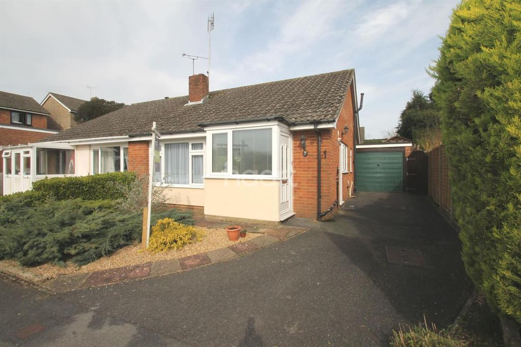 2 Bedrooms Bungalow for sale in Stafford Road, Petersfield, Hampshire