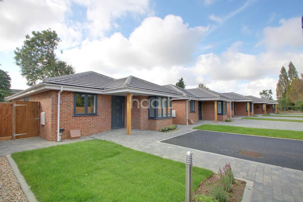 3 Bedrooms Bungalow for sale in Railway Mews, Basildon
