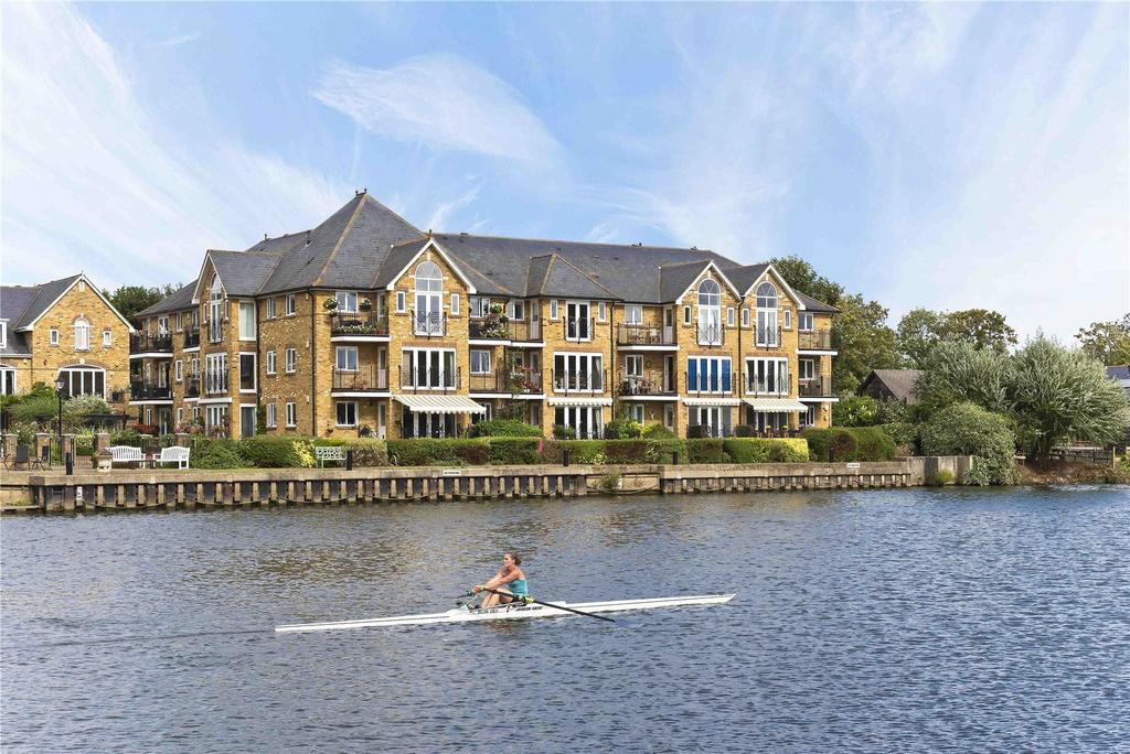 2 Bedrooms House for sale in Swan Walk, Shepperton, TW17