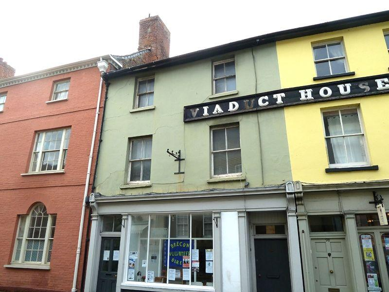 3 Bedrooms Flat for rent in The Struet , Brecon, Powys.