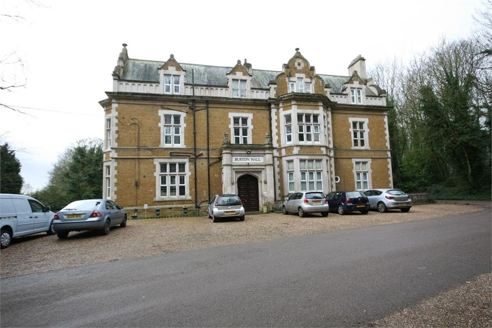 3 Bedrooms Flat for sale in Burton Hall, Hall Drive, Burton Lazars