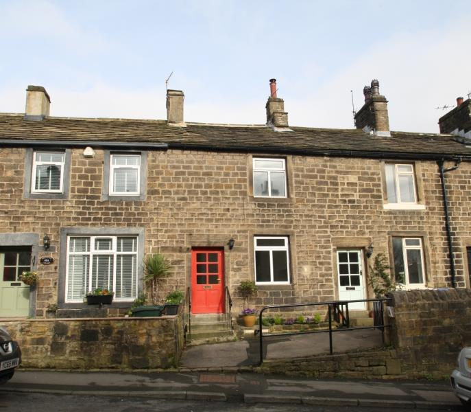 2 Bedrooms Cottage House for sale in MAIN STREET, ADDINGHAM, LS29 0PL