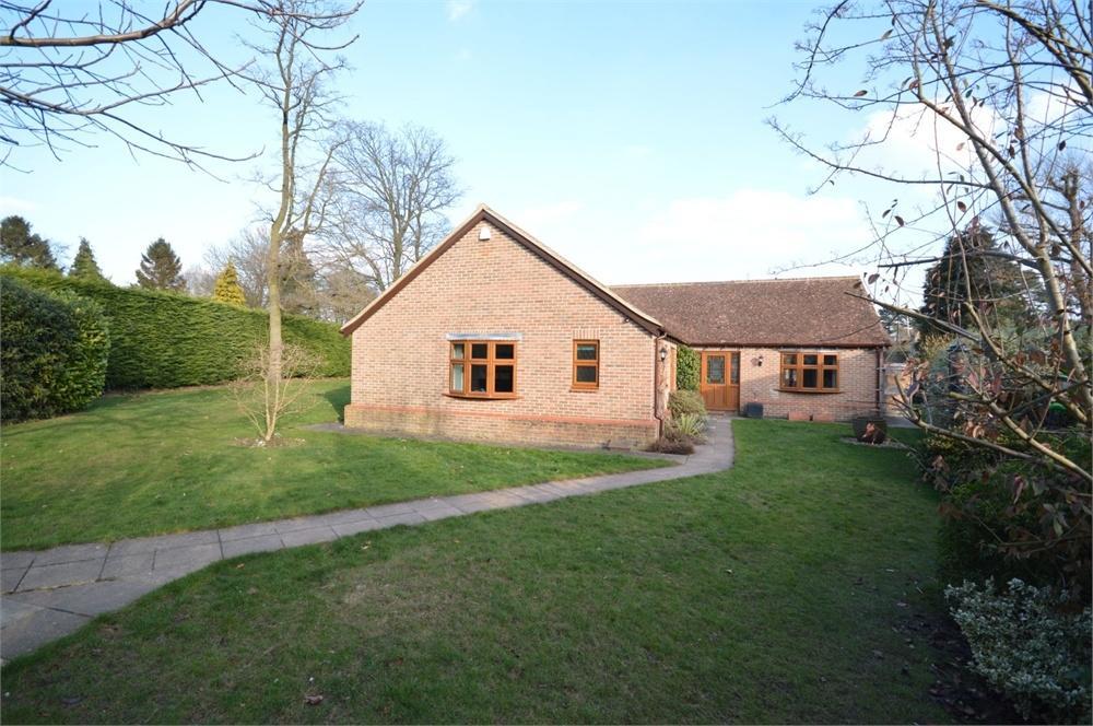 4 Bedrooms Detached Bungalow for sale in Cobham, Kent