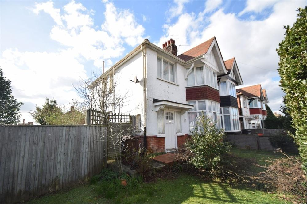 3 Bedrooms Semi Detached House for sale in Ringwood Road, Roselands, East Sussex