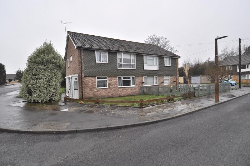 2 Bedrooms Flat for sale in 2 St Winifreds Close, Dinas Powys, The Vale Of Glamorgan. CF64 4TT